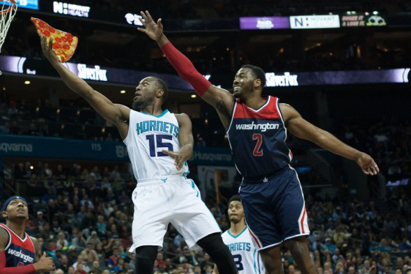 Kemba Walker scores a slice of pizza against John Wall